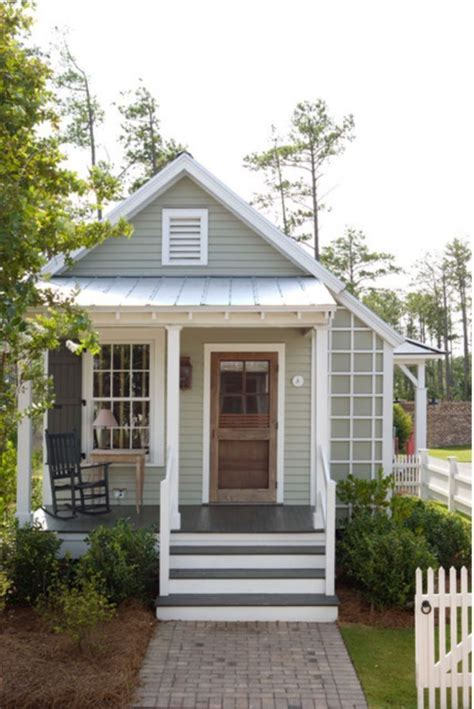 Cottage House Exterior by Best 25 Tiny House Exterior Ideas On Pinterest Mini