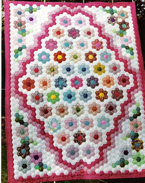 hexagon flower pattern quilt 1310 best images about floral quilt patterns on pinterest