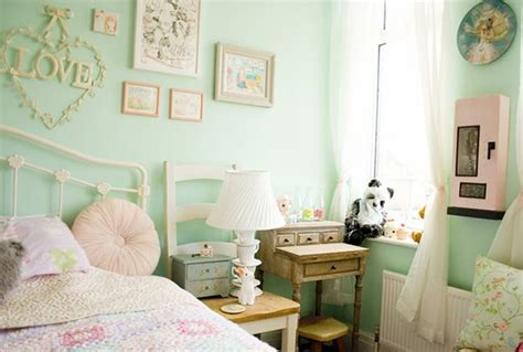 colourful kawaii bedroom decor and organisation