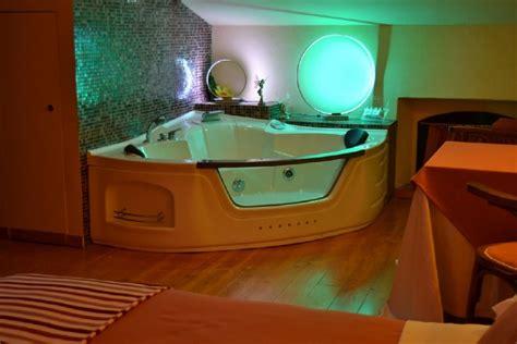 agriturismo con vasca idromassaggio offerta 30 ore d in romantica con vasca