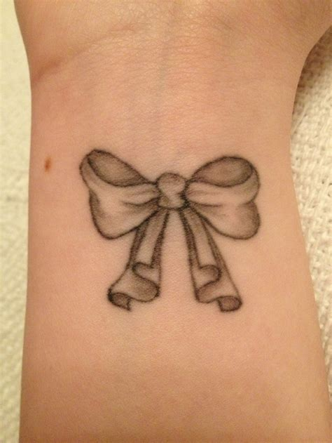 pinterest tattoo bow bow tattoo i like the swagged effect on the tails i