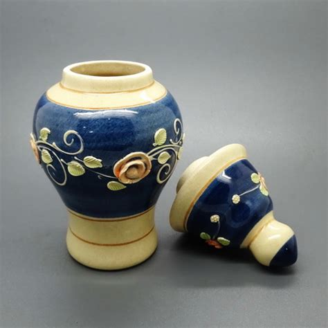 Barang Antik China guci antik china bisa mengeluarkan cahaya pusaka dunia