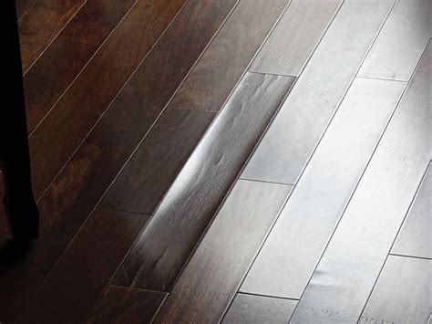 what is the ideal humidity for a home with hardwood floors