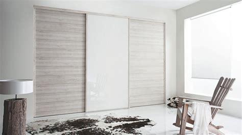 Exceptionnel Portes De Douche Coulissantes Pas Cher #3: Salon-placard-kazed-portes-kabour-et-laque-blanc.jpg