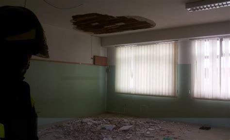 intonaco soffitto crolla intonaco soffitto scuola palermo feriti tre