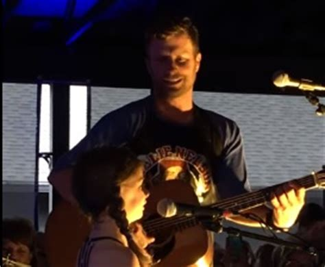 dierks bentley evelyn day bentley dierks bentley performs different for girls with