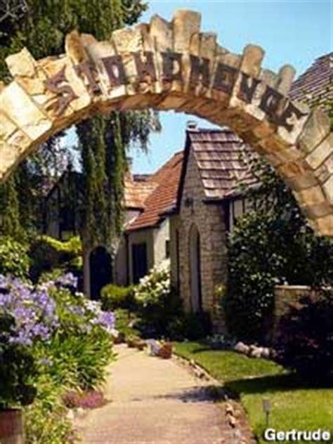 alameda ca stonehenge gated community