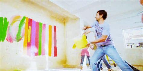 how do i use acrylic paint on canvas up sid on