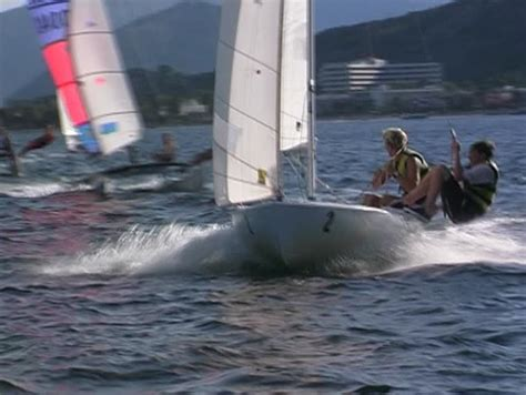 trimaran pronunciation sailing dinghy definition meaning