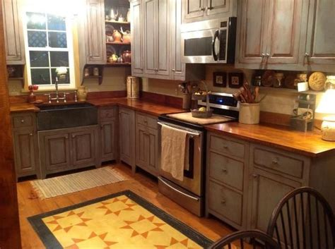 primitive kitchen cabinets love the floor cloth primitive country decor pinterest