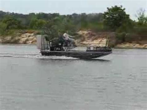 airboat speed shawn pulling a 180 in his airboat at speed youtube