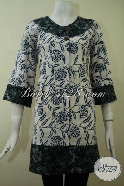 desain baju batik hijau batik blus formal warna putih dengan pinggiran hijau
