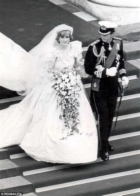 wedding bouquet unknown soldier meghan follows royal traditional as bridal bouquet is