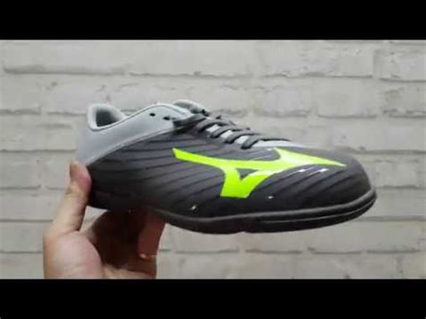Sepatu Bola Mizuno Basara 103 sepatu futsal mizuno basara 103 in black grey