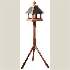 vogelhaus garten vogelhaus mit st 228 nder f 252 r garten zedernholz tietze