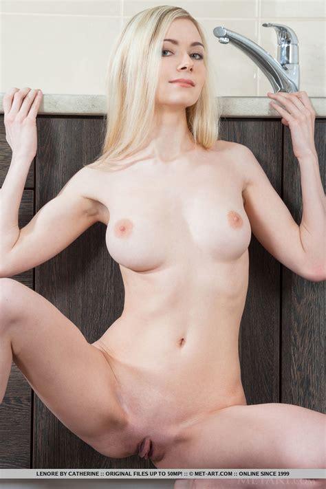 Lenore Nude In Anmu At Metart Hunter