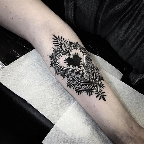 black heart tattoo 25 best ideas about black tattoos on