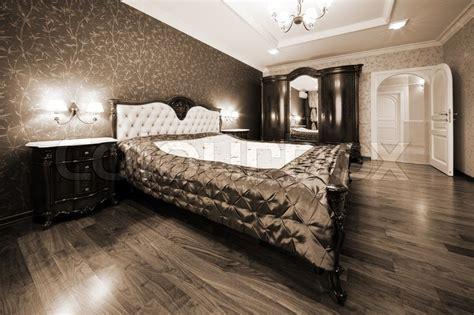 moderne schlafzimmer deckenventilatoren moderne schlafzimmer mit bett und die wei 223 e t 252 r stock foto