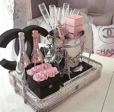 Chanel Inspired Home Decor by Best 25 Chanel Room Ideas On Chanel Decor