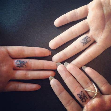 josh bowman tattoo on finger josh bowman tattoo finger www pixshark com images