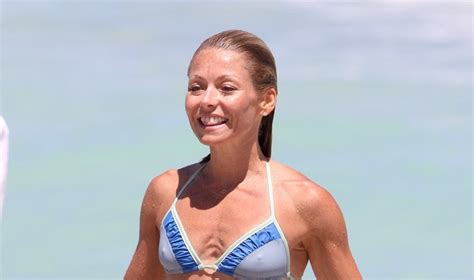 seriously i m no kelly ripa but i cut my hair similar ladythrills com kelly ripa looks amazing in a bikini