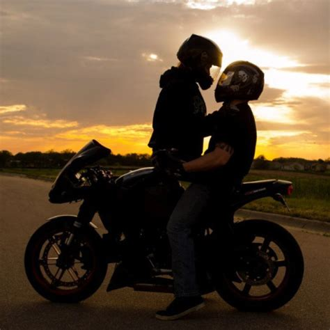 Motorrad Kuss sunset biker biker singles dating for motorcycle