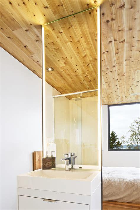 Sink, Shower, Bedroom, Malbaie VIII Residence in Charlevoix