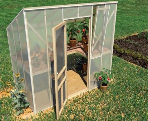 how to make a green house 25 best ideas about diy greenhouse on pinterest