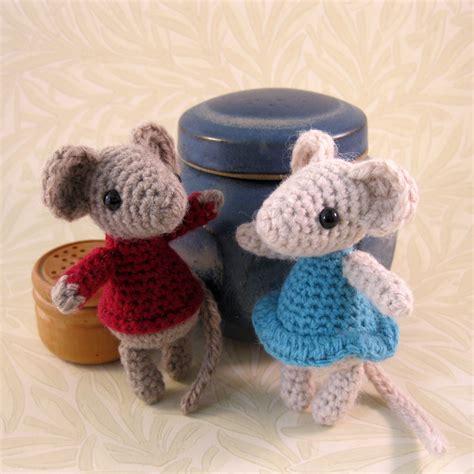 crochet pattern christmas mice lucyravenscar crochet creatures little christmas mouse