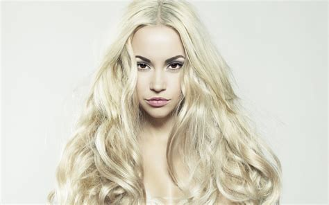 Image gallery long blonde hair
