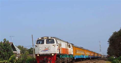 Kaos Anak Kereta Api Lokomotif Cc206 lokomotif cc2061323 cowhanger merah seputar kereta api