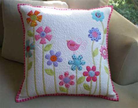 quilting pillow tutorial flower garden pillow free quilting tutorial