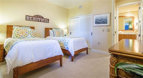 twin beds in master bedroom wailea beach villas l 410 tropical splendor southshore