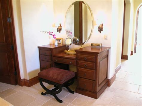 Lighted Bedroom Vanity Vanity Set With Lighted Mirror In Bedroom Doherty House