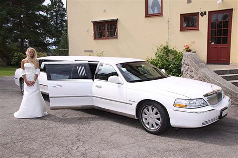 wedding car lincoln lincoln town car chrysler 300 hummer h2 h3 limoeurope ab
