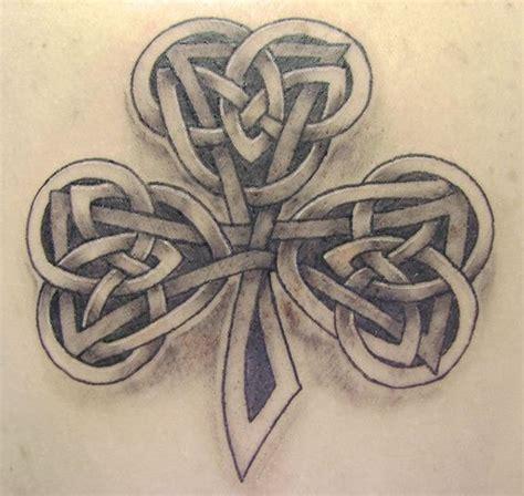 tattoo letters celtic celtic three leaf clover tattoos pin old irish gaelic