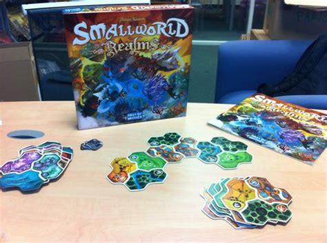 Asmodee Small World by Smallworld Realms Erweiterung Strategiespiele Asmodee Spielladen Spielbude Ch