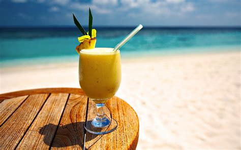 cocktail drinks on the beach beach cocktail wallpapers and images wallpapers
