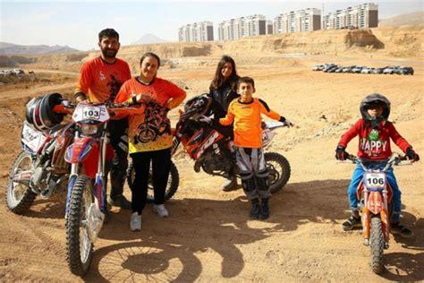 babanin motosiklet tutkusu ailesini de sardi yasam