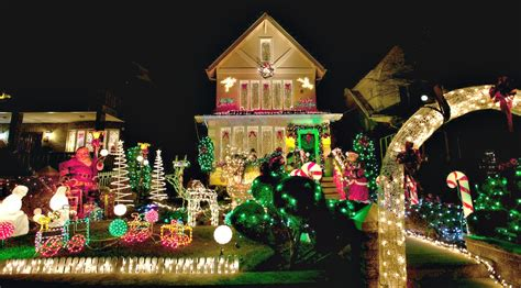 biggest christmas house nyc new yorker spotlight tony muia brings us a slice of nyc s