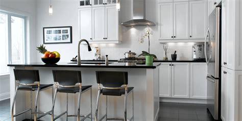 fa軋de de cuisine blanc un retour cuisine bois quartz