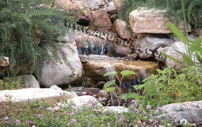 laghetto con cascata da giardino pompa per laghetto cascata 2000 per effetti cascate e