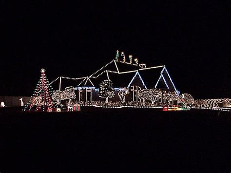 spectacular christmas light show this house is in van