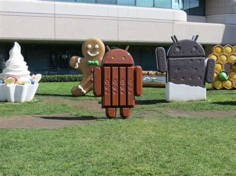 an inside look at s luxurious googleplex cus in california financial post - Android Statues