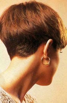back of head showing a wedge hairstyle dorothy hamill bob hairstyles my hair and ice