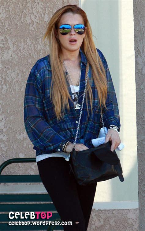 Lindsay Lohan Reads Something Familiar by Lindsay Lohan جدیدترین عکسها از سلبریتی