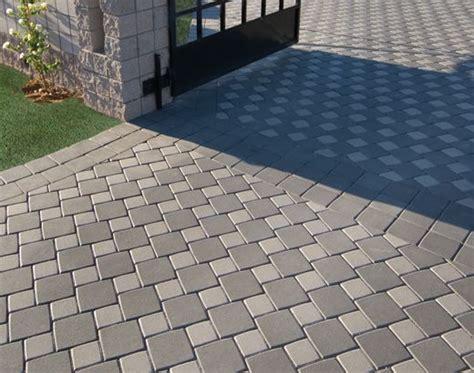 hopschots pattern  custom light  dark gray paver