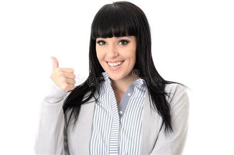 imagenes mujer alegre mujer alegre feliz positiva con los pulgares para arriba