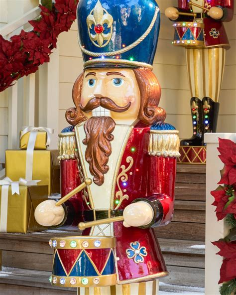 6 grand nutcracker led jeweled musical nutcracker balsam hill