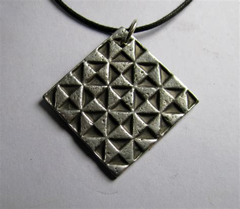 quilt pattern jewelry quilt pattern necklace palmetto pewter